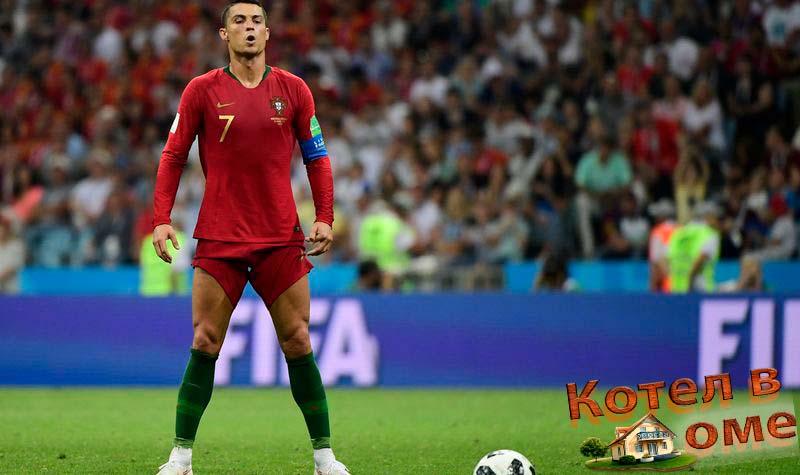 Роналдо готовиться бить последний штрафной