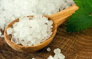 Чистим димоход сіллю